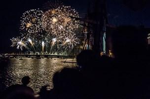 Festligt fyrværkeri farvede Aalborgs nattehimmel