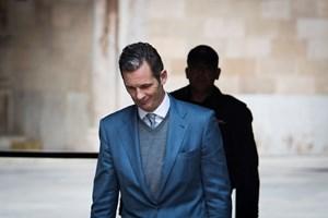 Et fængsel nord for Madrid bekræfter, at Iñaki Urdangarin er sat i fængsel. Han er idømt straf på over fem år.
