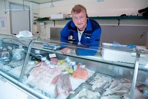 Frisk fisk på æ' disk: Palle har solgt fisk fra en blå fiskebil i 11 år