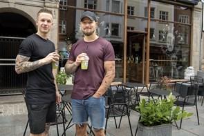 We Feat bliver en kæde: Frederik og Benjamin har store planer