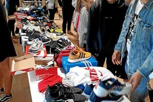 Marked med sneakers og streetwear vender tilbage