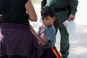 Efter heftig kritik: Trump lover ændringer for grænsebørn