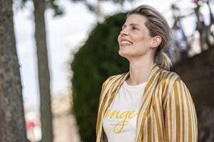 En enkelt stuntscene måtte gravide Cecilie Stenspil springe over, men ellers har hun knoklet i New Zealand.