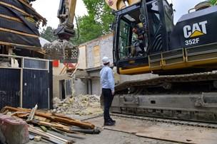 Gammel og forladt hal rives ned - nu skal der bygges boliger
