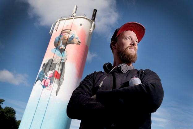 Efter to måneders arbejde i New York: Graffiti-kunster udsmykker silo i Gedsted