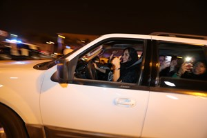 Ved midnat blev der skrevet historie, da verdens sidste resterende forbud mod kvindelige bilister blev løftet
