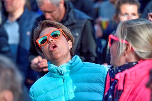 """Michael Falch fik folk til at synge af fuld hals - her på nummeret """"ud af mørket"""". Foto: Ole Iversen"""