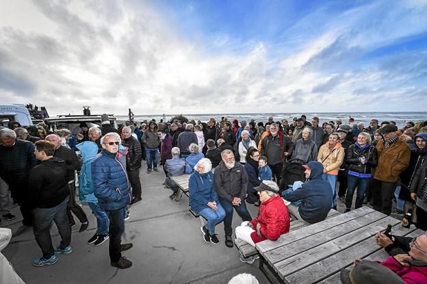 Mange mennesker ude og inde ved Redningshuset i Klitmøller. Foto: Ole Iversen