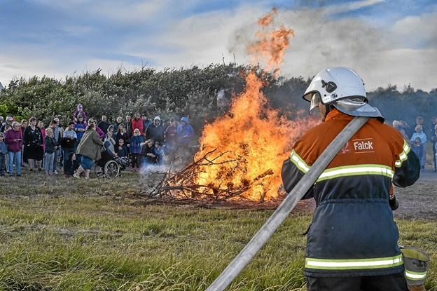 I Hanstholm var der bål, fordi byens brandfolk ville stå stand by. Foto: Ole Iversen