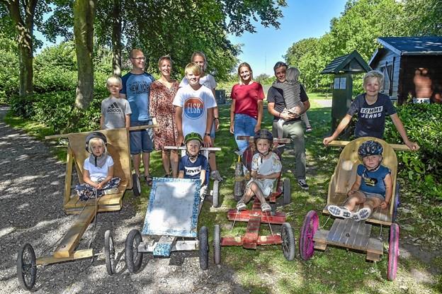 De tre familier der har taget initiativet til det første uofficielle Thy-mesterskab i sæbekasse-rally. Foto: Ole Iversen