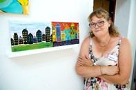 Susanne Sørensen blev som voksen ramt af en hjerneskade: Nu finder hun glæde i sine malerier