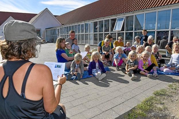 """Til den store flag-dag var der skrevet en natur-flag-sang på """"Jeg en går mig bygge vil"""". Foto: Ole Iversen"""