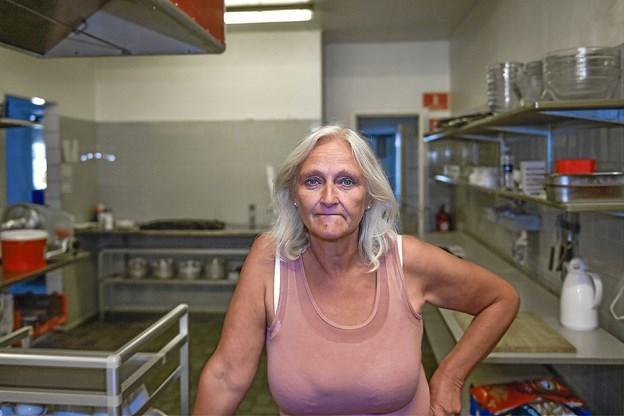 Gitte Troelsgaard har opgivet at drive Nors Kro videre. I denne uge var hun på kroen for at rydde op og tømme kølerum med mere. Foto: Ole Iversen