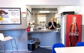 Hotdogs med det hele: Legendarisk grillbar sat til salg