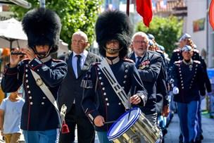 Flotte fotos: Unge gardere luftede uniformerne