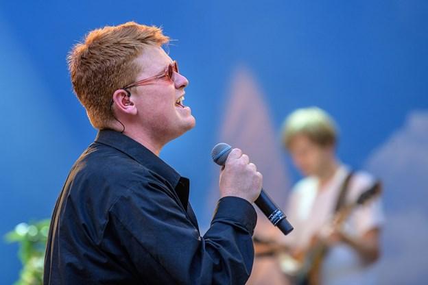 Karl William gik først på scenen, og han leverede en flot koncert i flotte omgivelser. Foto: Peter Broen