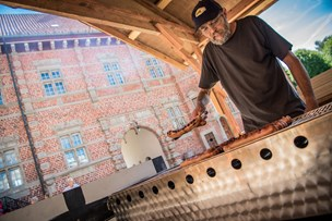 Middelalder uden ild: Afbrændingsforbud rammer Voergaard Slot