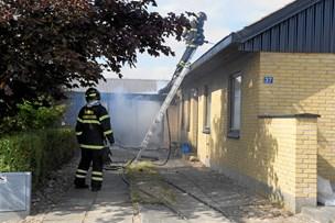 Brand startede i garage: Tag på villa ødelagt