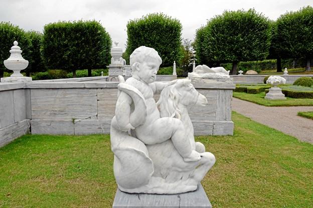 Den danske billedhugger, Johannes Wiedewelt har bl. a. skabt denne skulptur, som for tiden (i billedform) indgår i en udstilling i lægehuset i Biesgade i Løgstør.      Foto: Niels Reiter