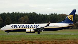 Trykket faldt i flykabine: 33 passagerer på hospitalet