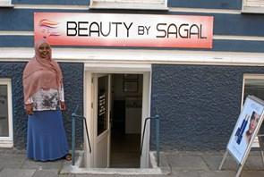 Første somaliske skønhedssalon i byen