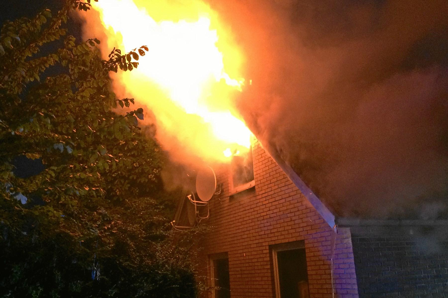 Voldsom brand på landejendom: 20 mand deltog i slukningsarbejdet