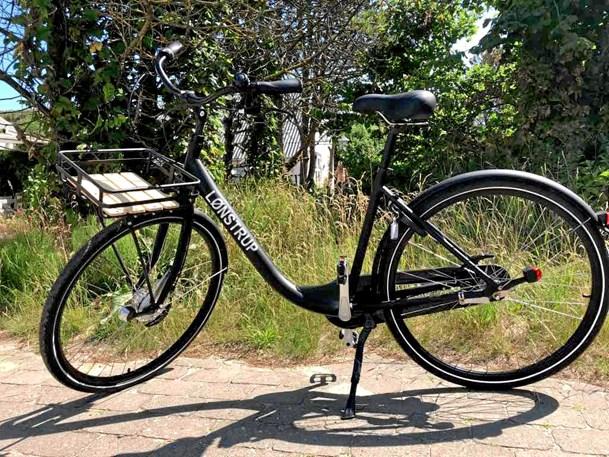 Lønstrup klar med cykler, kort og t-shirt
