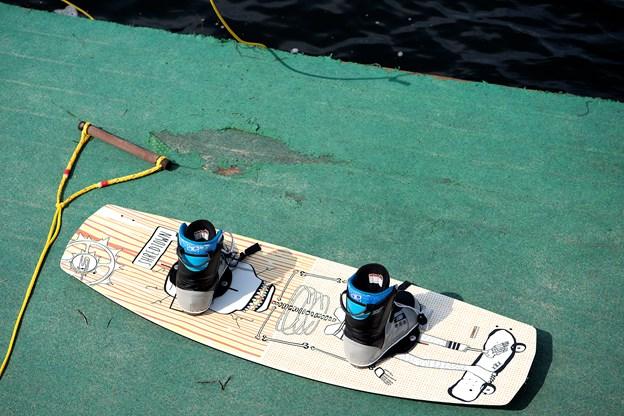 Hop bare om bord i wakeboardet - det venter såmænd kun på dine fødder og en spændende prøvetur.