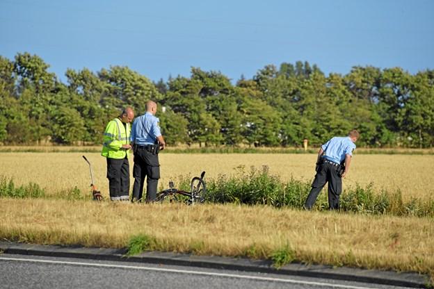 Flugtbilist efterlyses: Alvorlig personskade efter trafikulykke