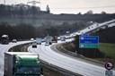 Det flyder med tabte stiger, sofaer og døde dyr på motorvejene