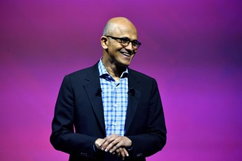 It-giganten Microsoft kan fejre et fantastisk regnskabsår, siger selskabets direktør, Satya Nadella.