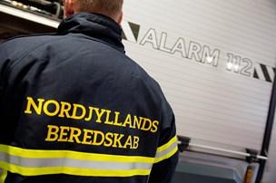 Solouheld: Bilist kørte ind i lygtepæl