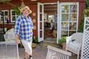 Ræve går ind i huse og tigger mad på terrasser