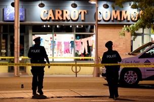 Canada: Flere ramt af skud foran bar