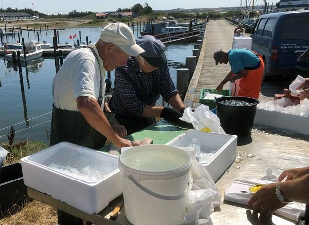Der var mulighed for at få sine fisk skåret ud i fileter. Foto: Carsten Hougaard