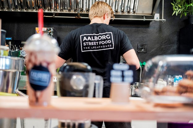 Der er også travlhed hos Juice og Kaffe-boden.