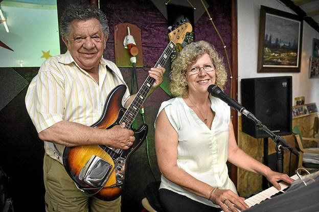 Susanne og John Nørgaard, også kendt som Atlanta, starter nu danseaftener op på Oddesundvej 224 i deres nystiftede danseklub. Foto: Ole Iversen
