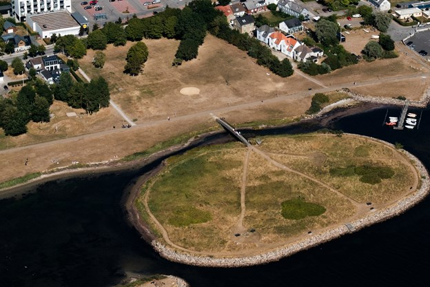 Der er lidt grønt at spore ved Lindholm Søpark. Men det er ikke meget.