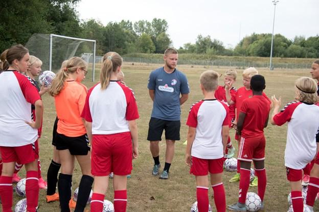 66 børn var med på sidste uges fodboldsommerskole. Foto: Henrik Louis