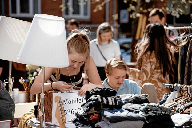 Folk i alle aldre køber stande til markedet, og det er det, der gør det sjovt, siger arrangørerne. Foto: People of Aalborg