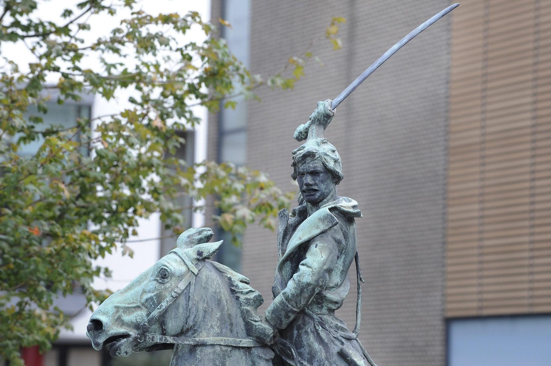 Det er slut med bronzesværd på kosakken - når den bliver bevæbnet er det med sværd i plastmateriale. Arkivfoto: Michael Bygballe