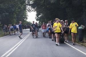 Lang ventetid eller gåture som følge af busproblemer er irriterende og spild af tid, mener festivalgæster.