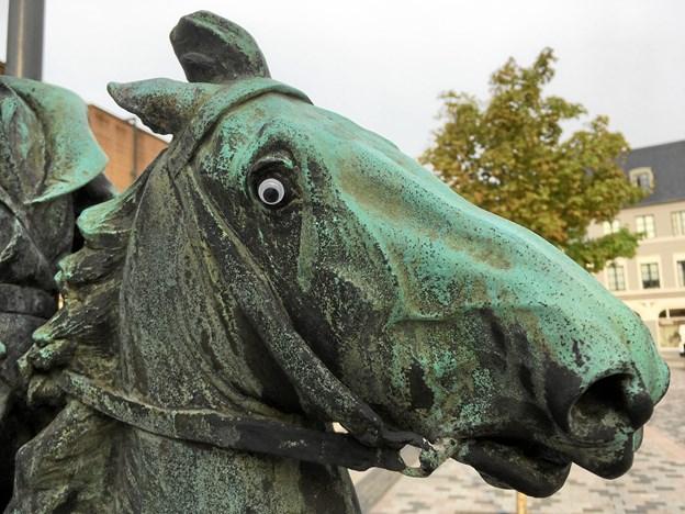Nu med endnu mere vildskab... Der er kommet nye øjne på En rasende kosak på Gabels Torv.Foto: Katrine Schousboe