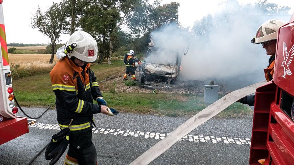 Ejeren følte sig dårligt tilpas, og derfor tilkaldte brandfolkene en ambulance. Han var ved at få det en smule bedre, da avisen kontaktede ham. Foto: Bo Lehm