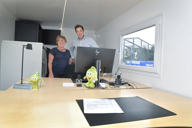 Afdelingsdirektør Anders Sindal Møller og formanden for Tårshallen, Bodil Popp-Kristensen.Foto: Bente Poder