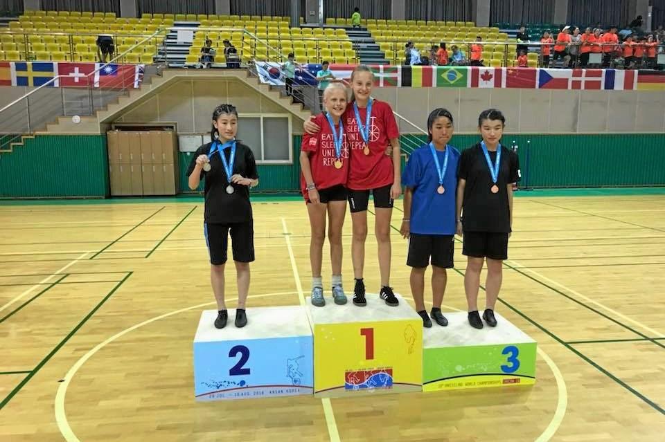 Emma Ring og Josefine Fauerby vandt guld i pairfreestyle. Privatfoto.