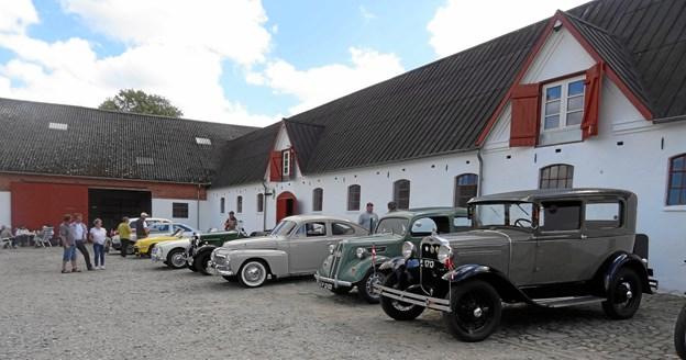 På gårdspladen vil der være en stor udstilling af veterankøretøjer. Privatfoto