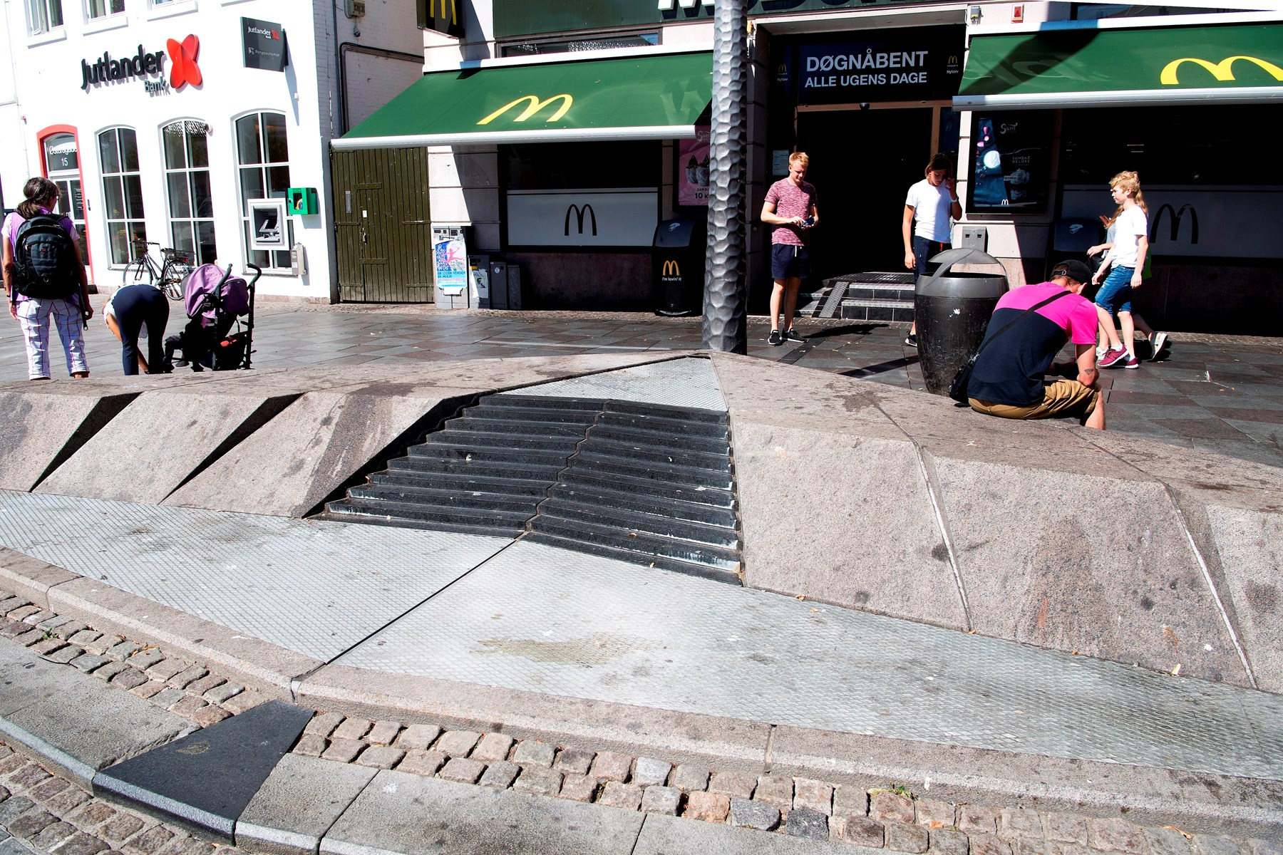 Springvandet her ved Nytorv blev brugt som skraldespand, og da det er for dyrt at rense jævnligt, er det indtil videre sat ud af drift. Foto: Laura Guldhammer