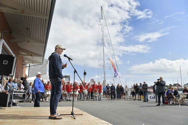 - Vi føler et nært slægskab med havnebyer som Strandby, sagde Mikkel Anthonisen fra Oceans of Hope i sin åbningstale.