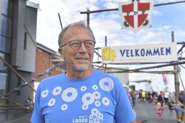 Preben Hald, der har 30 års jubilæum som formand for FDF Strandby, kunne endnu engang byde velkommen til havnefest.